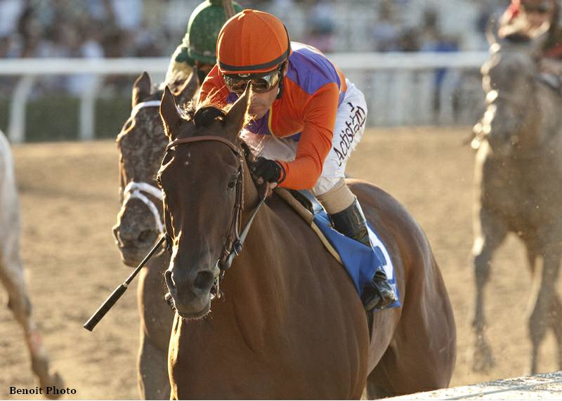 Gary Stevens pilots Beholder to victory in the Zenyatta Stakes