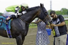 Orlando Bocachica kisses Valid after 2014 Monmouth Cup victory
