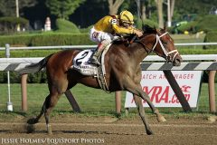 Rachel's Valentina strides to victory in the G1 Spinaway.