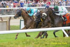 Dacita (outside) nails a blanket finish in the G1 Diana