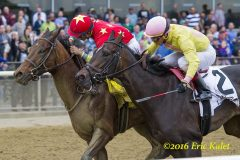 Yellow Agate wins the Frizette