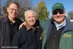 Bill Mooney, flanked by Daily Racing Form editor Mark Simon (left) and Michael Blowen of Old Friends