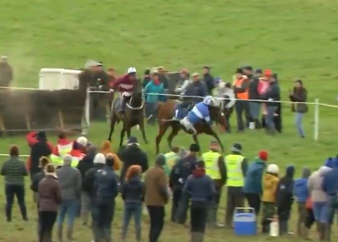 Jockey Almost Falls Off Horse, Miraculously Recovers to Win Race